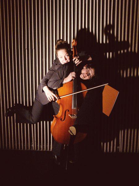 Zwei Frauen im Anzug, Foto: S. Halm